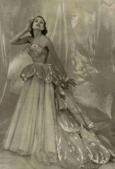 53 New Ideas Wedding Dresses Vintage Christian Dior Christian Dior Couture, Christian Dior Vintage, Vintage Dior, Vintage Gowns, Vintage Mode, Vintage Couture, Vintage Glamour, Vintage Beauty, Vintage Style
