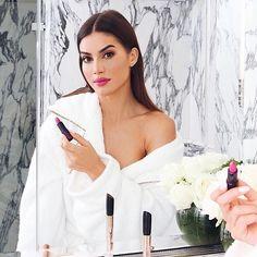 Morning tips com nossa beauty  @camilacoelho para a temporada de alta-costura em Paris: batom Pink Glam @eudoraoficial para acabamento matte e longa duração (amamos!)  Que tal adicionar um pouco de cor nesse dia?  #FhitsTeam #FhitsTips #FhitsBeauty #FhitsParis #FhitsNaCouture #HauteCouture #Eudora #EudoraEmParis