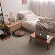 Interior Living Room Design Trends for 2019 - Interior Design Small Room Bedroom, Home Bedroom, Small Bedroom Designs, Small Room Interior, Master Bedroom, Small Apartment Bedrooms, Teen Bedrooms, Modern Bedroom, Bedroom Wall