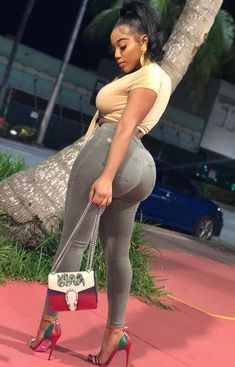 We are premier escort, dating and hookup service that connects women from Nigeria to the rest of the world. Chat with a lady to hookup Thick Girl Fashion, Curvy Women Fashion, Womens Fashion, Curvy Outfits, Girl Outfits, Vrod Harley, Ebony Women, African Women, Beautiful Black Women