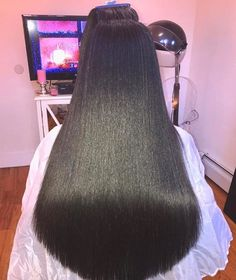Beautiful silk press via Pressed Natural Hair, Long Natural Hair, Natural Hair Silk Press, Straight Hairstyles, Cool Hairstyles, Wedding Hairstyles, Dreadlock Hairstyles, Homecoming Hairstyles, Party Hairstyles