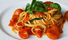 Spaghettoni with Fresh Tomatoes