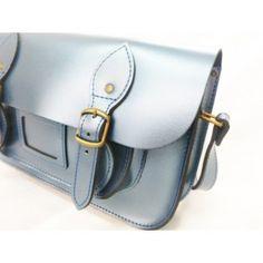 Cómo me gusta el satchel azul... un pequeño toque brillo...