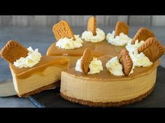 Creamy, luscious and decadent no-bake cookie butter cheesecake. With speculoos cookies and cookie butter. This cheesecake doesn't require any gelatin in it. Yummy Snacks, Delicious Desserts, Yummy Treats, Sweet Treats, Biscoff Cheesecake, Cheesecake Cake, No Bake Cookies, Cake Cookies, Cupcakes