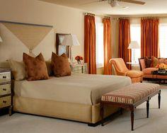 Idées déco pour une chambre adulte contemporaine de taille moyenne avec un mur beige, un sol en moquette et aucune cheminée.
