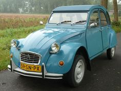 Motor Car, Auto Motor, 2cv6, Family Chiropractic, Moving To Canada, Back In Time, Old Cars, Cars And Motorcycles, Motorbikes