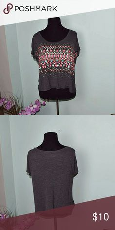 Adorable Grey & Pink Printed Top In excellent condition! Very cute and comfortable! Tops