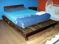 simple rustic pallet bed