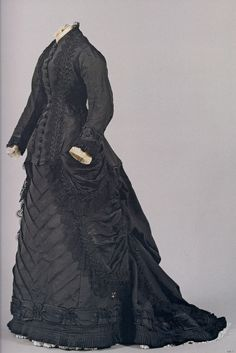 1880-1883, black silk, lace skirt with a train and flounce