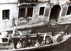 Partigiani, presumibilmente a Venezia durante l'insurrezione   #TuscanyAgriturismoGiratola