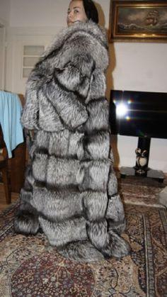 Puffer Coat With Fur, Animal Fur, Fox Fur Coat, Great Women, Fur Fashion, Big And Beautiful, Style Guides, Mantel, Fashion Guide