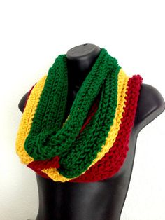 Red, Ites n' Green Women's Crochet Rasta Tunnel Scarf. Art Rasta, Love Crochet, Crochet Hats, Crochet Ideas, Rasta Tattoo, African Scarf, Loom Hats, Reggae Style, African Colors