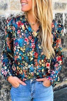 Adopter votre blouse à fleurs, ses coloris iront autant pour les douces soirées d'été que pour cet hiver Look Short, Floral Tops, Long Sleeve, Sleeves, Collection, Women, Fashion, Craft, Boutique Online Shopping