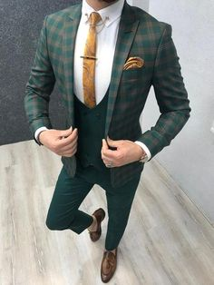 Collection: Spring – Summer 19 Product: Slim-Fit Plaid Suit Color Code: Green Size: Suit Material: viscose, poly, lycra Machine Washable: No Fitting: Slim-fit Green Wedding Suit, Wedding Suits, Mens Fashion Suits, Mens Suits, Mens Plaid Suit, Costume Vert, Checkered Suit, Costume Africain, Moda Masculina