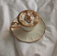 Cream Aesthetic, Aesthetic Coffee, Aesthetic Food, Aesthetic Girl, Coffee Shop, Coffee Cups, Coffee Lovers, Cappuccino Coffee, Coffee Drinks