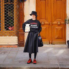 "CLUÉLmagazine on Instagram: ""正統派のトラッドスタイルに、パリジェンヌのセンスを足す、今シーズンのトラッド。  詳しくはcluel.jpで!  #cluel #クルーエル #paris #trad #tradstyle #トラッド"" Fashion Models, Girl Fashion, Womens Fashion, Daily Fashion, Everyday Fashion, Chic Outfits, Fashion Outfits, Fashion Hats, Fashion Lookbook"