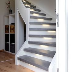 New Staircase, Staircase Makeover, Entryway Stairs, House Stairs, Railing Design, Staircase Design, Stair Renovation, Living Room Partition Design, Stairway Decorating