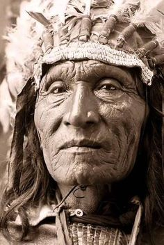 Native American Tribes The significance in World History of the Conquest Of Native American Nations on Carribean Islands, North and South America in the Documentary 500 Nations Native American Pictures, Native American Symbols, Native American Beauty, American Indian Art, Native American History, American Indians, American Women, North American Native, Foto Portrait