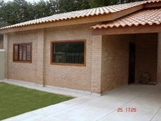 As casas feitas com tijolos ecologicos podem ser simples ou luxuosas: ... Wood House Design, Modern Small House Design, House Front Design, Small Cottage House Plans, Cottage Homes, Compound House, Outdoor Curtains, Outdoor Decor, Brick Projects