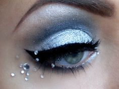 Silver eyeshadow - Eye make-up