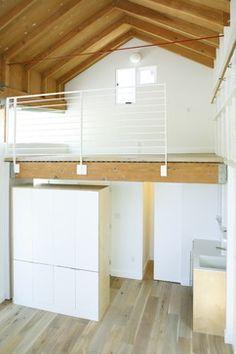 Small Loft Apartment Design Ideas, Pictures, Remodel and Decor Loft Railing, Railing Design, Loft Design, Cable Railing, Railings, House Design, Garage Studio, Garage Attic, Loft Studio