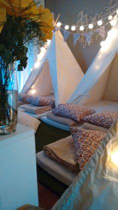 Vira Noite festa do pijama Porto Alegre/RS Sleepover Birthday Parties, Kids Tents, Tee Pee, Its My Bday, 10th Birthday, Glamping, Scarlet, Party Time, Kids Room