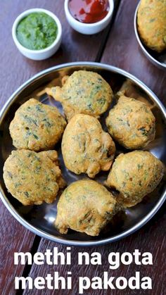 methi na gota recipe, methi na bhajiya, gujarati gota recipe with step by step photo/video. gujarati snack with chopped fenugreek leaves & chick pea flour. Pakora Recipes, Chaat Recipe, Indian Dessert Recipes, Indian Snacks, Evening Snacks Indian, Breakfast Recipes, Snack Recipes, Cooking Recipes, Cooking Tips