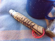 Opinel french knife - paracord through hole Jeep Covers, Opinel Knife, Wood Knife, Edc Knife, Folding Pocket Knife, Knives And Tools, Custom Knives, Knife Making, Pyrography