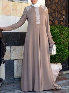 Add some sparkle to your look with our modest abaya gowns: elegant cuts, exquisite fabrics, and delicate details perfect for your special occasions Islamic Clothing, Hijab Dress, Mode Hijab, Modest Dresses, Kaftan, Hijab Fashion, Abaya Style, Feminine, Gowns