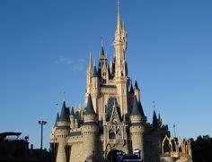 Vai viajar para Orlando mas não quer gastar muito? Então clique no link e descubra 9 dicas para economizar na Disney e na Universal!