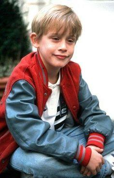 Kevin Home Alone, Home Alone 1990, Home Alone Movie, Series Movies, Tv Series, Kevin Mccallister, Cute Blonde Boys, Macaulay Culkin, Elijah Wood