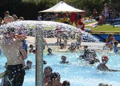 Kids in pool North Melbourne- swimming lessons