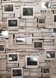 Computer Education World. Retro Aesthetic, White Aesthetic, Wallpaper Backgrounds, Iphone Wallpaper, Alter Computer, Old Computers, Vaporwave, Aesthetic Pictures, Wall Collage
