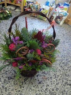 Christmas Arrangements, Christmas Centerpieces, Floral Arrangements, Flower Basket, Fresh Flowers, Tropical, Floral Wreath, Wreaths, Design