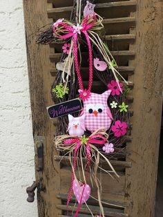 Owl Crafts, Easter Crafts, Diy And Crafts, Arts And Crafts, Owl Wreaths, Easter Wreaths, Fabric Birds, Frame Wreath, Sewing Rooms