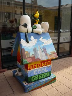 In honor of St. Paul native Charles M. Schulz, five-foot statues of the Peanuts characters were decorated each summer from 2000 through 2004 and placed throughout the city