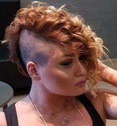 Half Shaved, Shaved Sides, Curly Mohawk Hairstyles, Female Mohawk, Buzzed Hair, Undercut Bob, Bald Women, Hair Models, Side Cuts