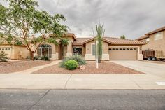 Gilbert Real Estate - 313 W Del Rio St Gilbert AZ 85233.  Perfect home office set up!  2723 sf single level home. The Ryan-Whyte Team 480-726-7000. #gilbertaz #homes #remax #realestate #homeoffice