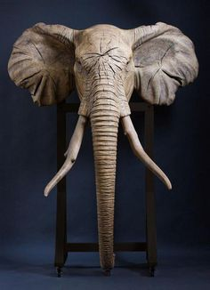 Wood Carving Designs, Wood Carving Patterns, Elephant Sculpture, Elephant Art, Cardboard Sculpture, Wood Sculpture, Diy Leather Gifts, Elefant Design, Chain Saw Art
