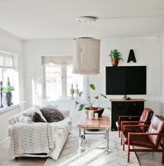 PIN of the day! source: Vintage House. Love the minimalist feel and that light fixture! so great. #pinoftheday, #vintagehouse, #minimalistdesign