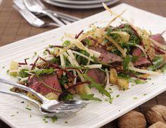 Rucola-Salat mit Hirschrückenfilets und Petersilienwurzel an Walnussvinaigrette  ©Rezept &Foto: Neuseeland Hirsch
