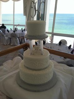 Tampa Bay Bling Wedding Cake – Chantilly Cakes – Wedding Inspiration of the Day