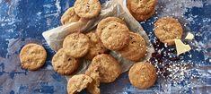 Cookies med hvid chokolade, lakrids og tranebær - Opskrifter - Arla