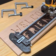 Router Jig, Wood Router, Router Woodworking, Woodworking Techniques, Fine Woodworking, Woodworking Quotes, Youtube Woodworking, Woodworking Machinery, Woodworking Workshop