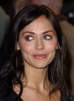 Old 2001 Natalie Imbruglia (pretty, shiny hair & classic makeup)