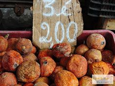 Feira de São Joaquim em Salvador, Bahia, Brasil. Na Bahia tem ... muitas frutas, às vezes a gente nem sabe o nome delas ...  Fotografia: http://vanezacomz.blogspot.com.br