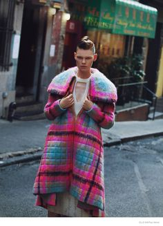 Kelly Mittendorf Hits the Streets for Elle Mexico, Nov 2014 - by Paul Morel, fall-winter collections of Prada, Valentino and Fausto Puglisi Street Look, Street Style Looks, Street Style Magazine, Elle Mexico, Check Coat, Winter Collection, Plaid Scarf, Editorial Fashion, Sportswear