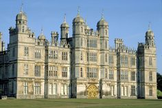 Burghley House, St Martin's Without and Barnack, Peterborough, Cambridgeshire, England. Richmond Palace, Lincolnshire England, Castle Parts, Castle Pictures, Castles In England, Famous Castles, Castle House, England And Scotland, Medieval Castle
