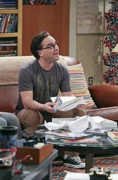 Leonard Hofstadter in The Big Bang Theory Leonard Hofstadter, The Bigbang Theory, Johnny Galecki, Soft Kitty Warm Kitty, Male Enhancement, Paper Cover, Big Bang Theory, Big Ben, Bangs