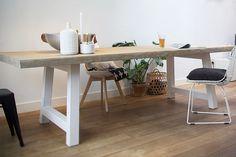Boomstamtafel Bink is een prachtige strakke boomtafel. Het tafelblad is 6 cm dik en gemaakt van massieve grenen balken. Je kunt kiezen uit 4 verschillende afwerkingen van het tafelblad, 4 verschillende vormen onderstellen en 4 verschillende kleuren afwerkingen van het onderstel.